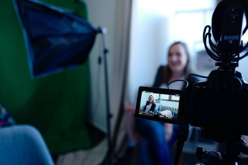 Le CV vidéo: comment en faire un original en 2021 (exemples)